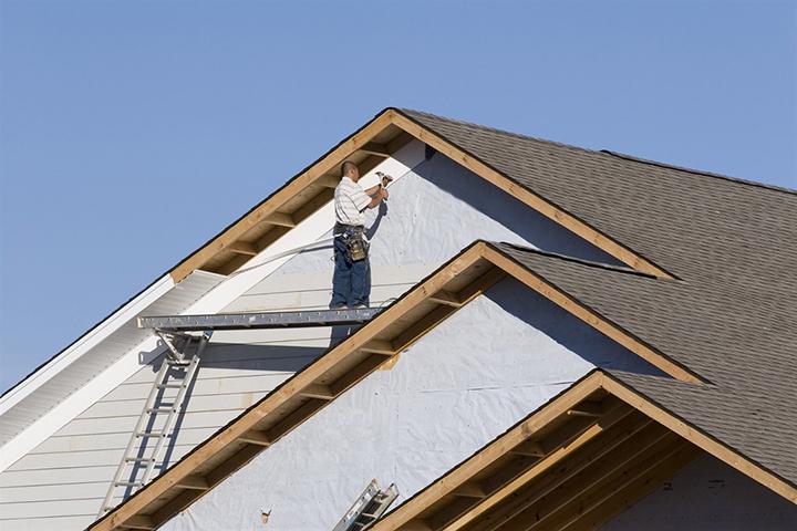 Используя вышеуказанные правила и рекомендации, можно самостоятельно украсить здание новой обшивкой фронтона