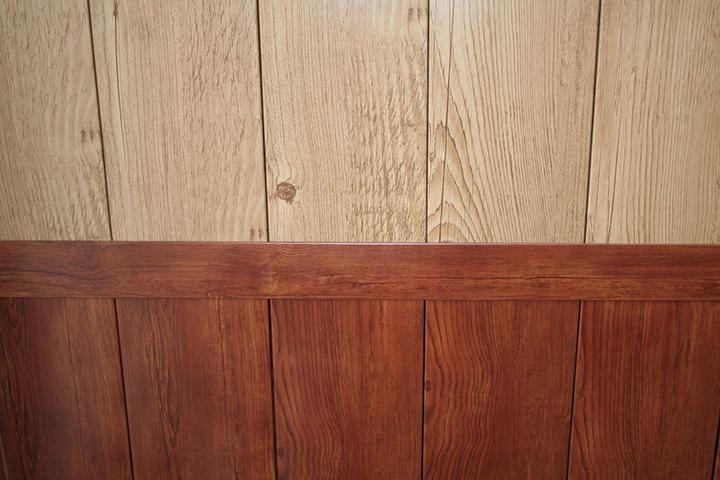 Сайдинг может быть задействован не только в отделке на фасаде дома, но и представлять собой сайдинг для внутренней отделки стен
