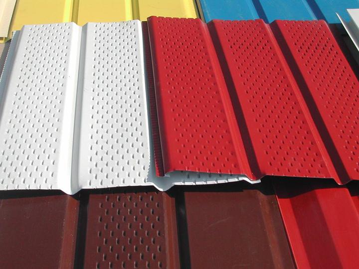 Богатый ассортимент сайдинговых стальных панелей заслуживает особого внимания и положительных отзывов потребителей