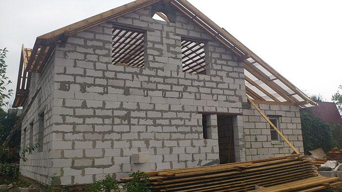 Чаще всего утепление внешним способом рекомендуется для стен из газосиликатных блоков