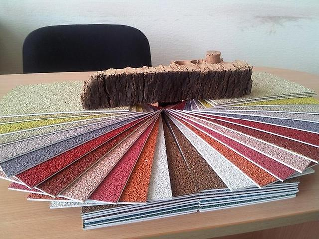 Пробковое покрытие характеризуется разнообразием цветовой гаммы, что позволяет осуществить любое дизайнерское решение