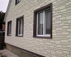 Цокольный сайдинг представляет собой эффективную защиту фасада здания от повреждений