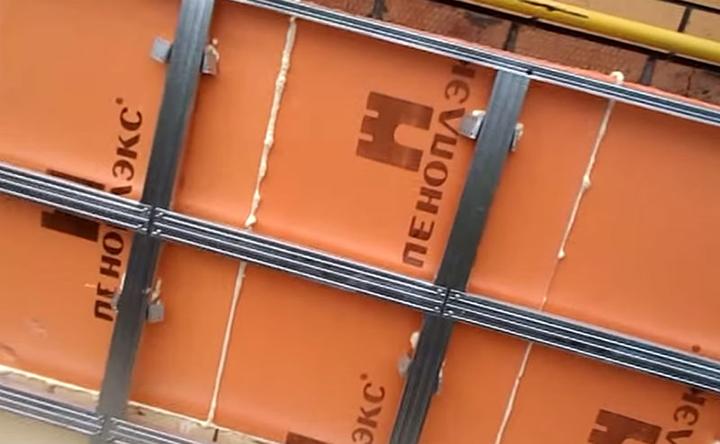 Качественная обрешётка под цокольный вариант сайдинга, как правило, выполняется из металлического профиля
