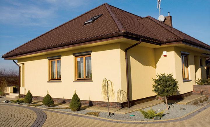 Силиконовая штукатурка является самым дорогим вариантом фасадных покрытий для дома