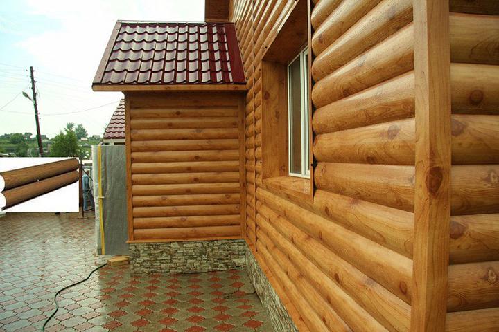 Металлосайдинговые панели под бревно чаще всего применяются для отделки домов в условиях малоэтажного строительства