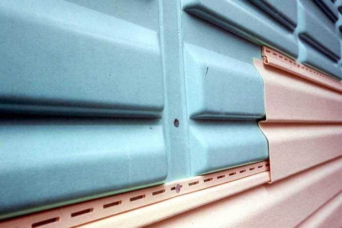 Панели имеют разные размеры и оснащены замком-защелкой, а также перфорированной кромкой с наличием крепёжных отверстий