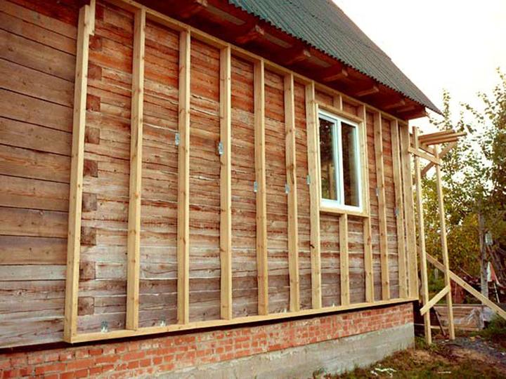 Для фасадов из дерева целесообразно применять деревянный каркас обрешётки