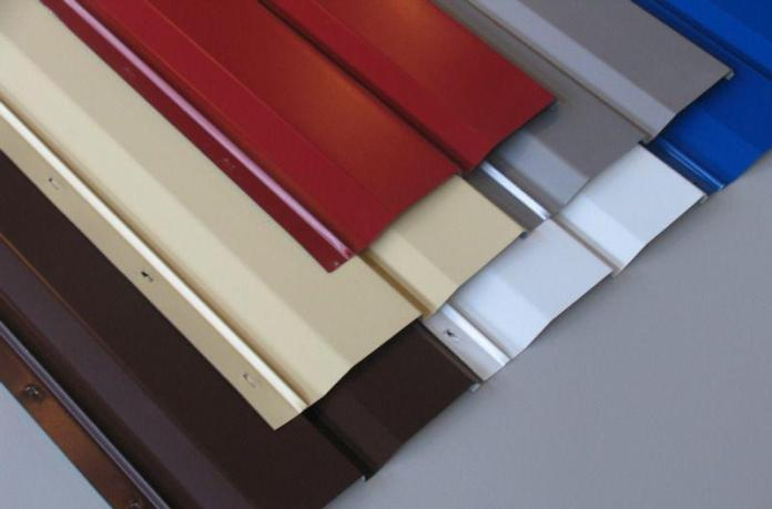Богатая цветовая и оттеночная палитра делают выбор и приобретение металлосайдинга очень актуальным