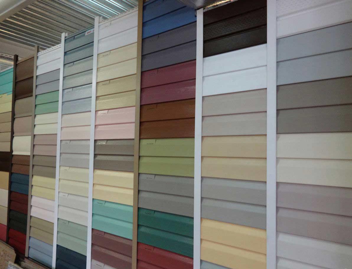 Одним из преимуществ металлических сайдинговых панелей является наличие очень ярких и довольно стойких к внешним воздействиям расцветок