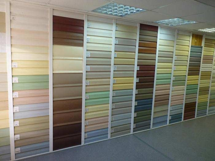 Цветовое и оттеночное многообразие этого отделочного материала даёт прекрасную возможность осуществить подбор наиболее приемлемого варианта для обустройства стенового внешнего покрытия