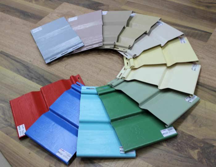 В настоящее время особой популярностью пользуются такие цветовые решения обшивки дома, как синий, светлый салатовый, красный, белый, коричневый, лимонно-жёлтый, фисташковый, а также все оттенки серого