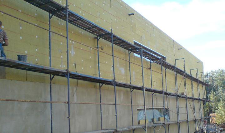 При необходимости следует провести качественное утепление здания посредством теплоизоляционных материалов в плитах