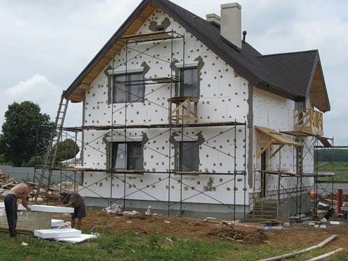 Утепление фасада с помощью пенопласта можно осуществить самостоятельно