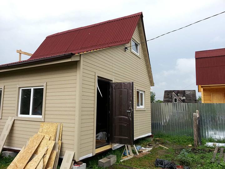 Сайдинг серии «Смарт» дает возможность выполнить наружную отделку дома практически в любом цвете и сделать внешний вид здания оригинальным