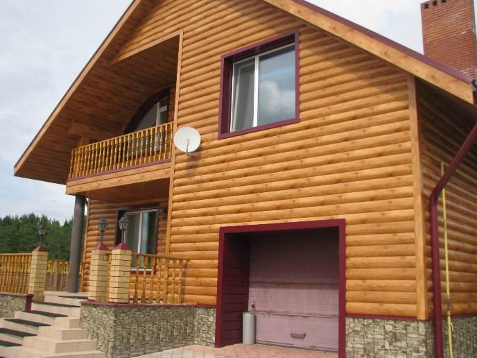 Деревянный вид сайдинговых панелей относится к категории элитных отделочных фасадных материалов из-за слишком высокой стоимости