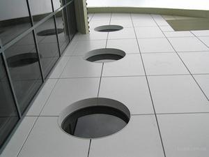 Способ облицовки здания с помощью вентилируемых фасадных систем имеет ряд преимуществ