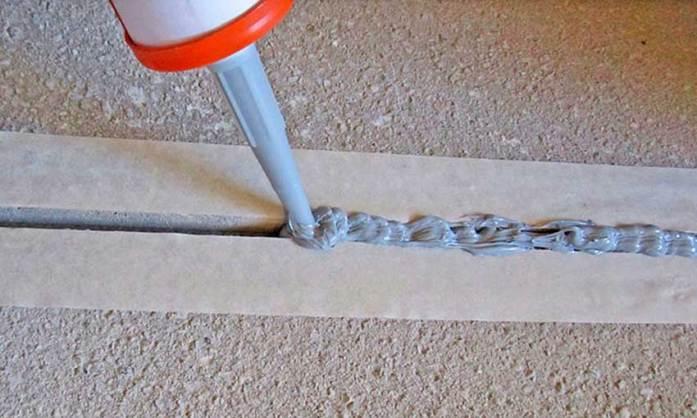 Акриловые герметики с зернистой структурой подходят для маркировки трещин на стенах