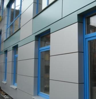 Композитные панели состоят из алюминиевого корпуса и утеплителя (вспененный полиэтилен)