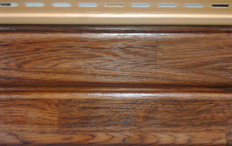 Монтаж пластикового сайдинга с имитацией древесной текстуры востребовано при необходимости выполнить оформление фасада в «деревенском» стиле