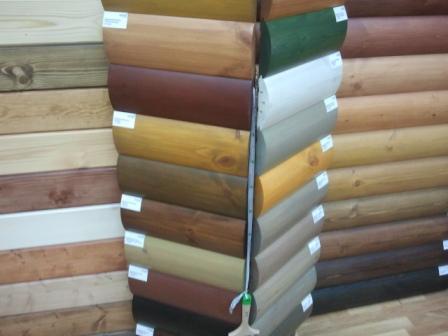 Доски блок-хауса могут иметь разнообразное цветное защитное покрытие
