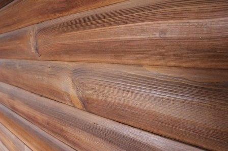 Не используйте для оформления балкона слишком темные тона – они визуально уменьшают объем