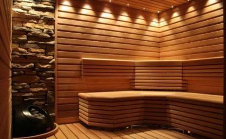 В помещениях с повышенной влажностью, блокхаус лучше монтировать вертикально