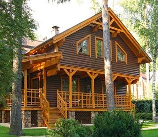 Нередко встречается применение блок-хауса и при реставрации зданий
