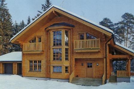 Краску или лак для блок-хауса необходимо выбирать высококачественные, иначе древесина может прийти в негодность