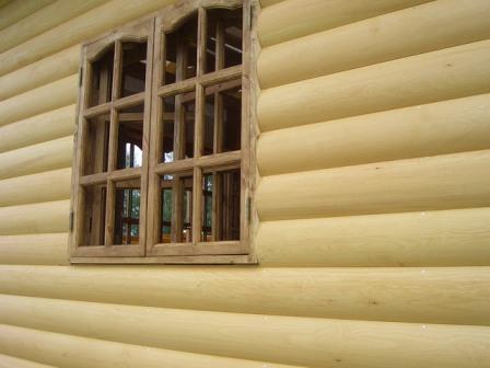 Блок-хаус производится как из цельного древесного полотна, так и путем прессования опилок