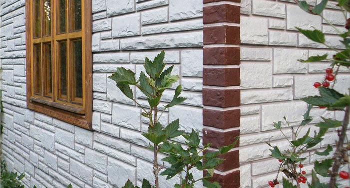 Цокольный ПВХ-сайдинг или фасадные виниловые панели являются улучшенным материалом для отделки своими руками фасадов сооружений и зданий