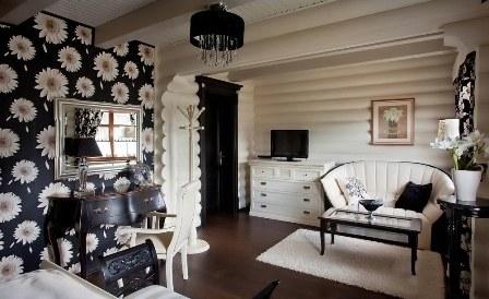 Имитация деревенского сруба станет изюминкой в декорировании комнаты