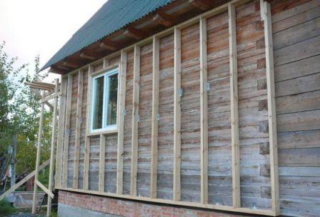 Деревянный брус имеет низкую теплопроводность, и не создает «холодных» мостиков в системе фасада