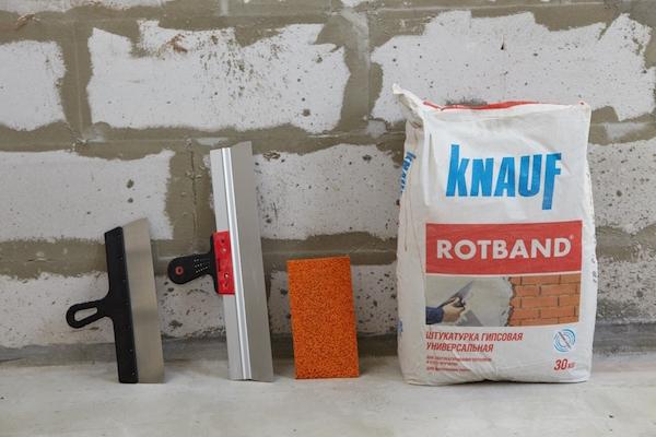 Штукатурная смесь Knauf заслуженно считается наиболее удобным в реализации и эффективным в эксплуатации материалом