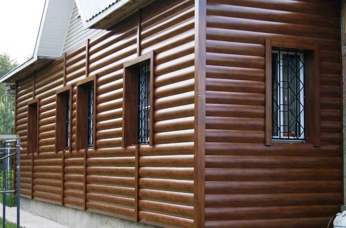 Блок-хаус имеет характерные особенности, которые сделали отделку этим материалом весьма популярной в нашей стране