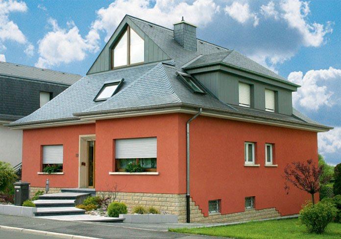 На фасад наносятся силиконовые краски, сочетающие в себе массу преимуществ