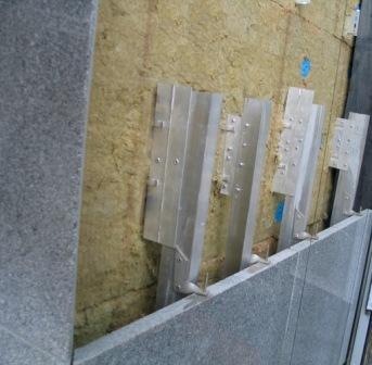 Облицовка натуральным гранитом – придаст презентабельности внешнему виду здания