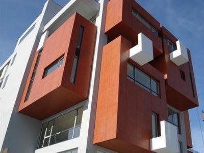 Практика использования фасадных панелей закрепилась давно и прочно