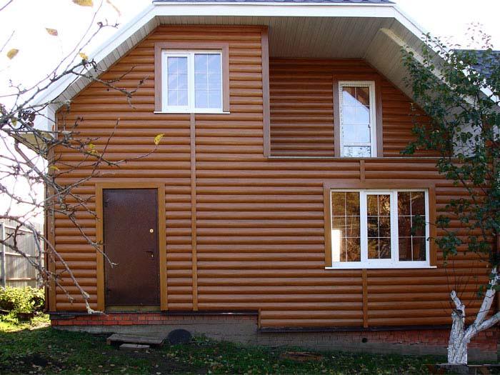 Наиболее востребован для отделки фасада металлический сайдинг «под дерево» цвета «дуб» и цвета «золотой дуб»