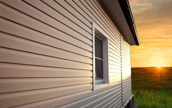 Holzplast-Meister – одна из разновидностей сайдинговых панелей для отделки, обладающая наиболее высоким уровнем морозоустойчивости