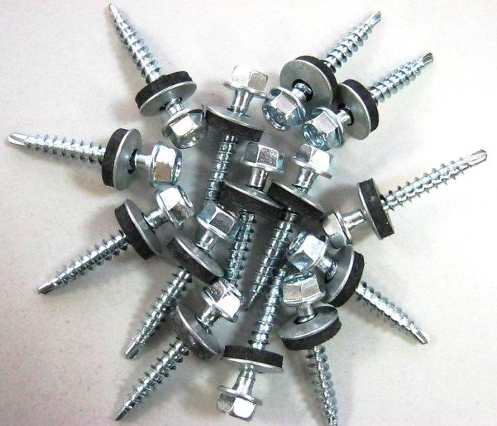 Приобретение качественного крепежа для обшивки здания сайдинговыми панелями очень важно