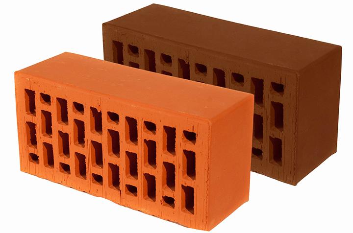 Стоит помнить, что выбор цветовых решений для керамического кирпича весьма ограничен: обычно в продаже бывает материал оранжевой или коричневой цветовой гаммы