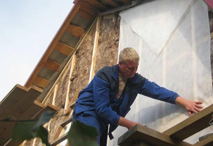 Как правило, деревянные дома нуждаются в выполнении утепления