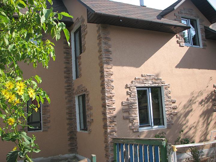 Выбирая отделку для дома, необходимо уделить внимание её устойчивости к воздействию солнечных лучей