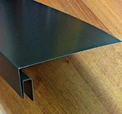 J-образная фаска используется в качестве ветровых заслонок и карнизных планок