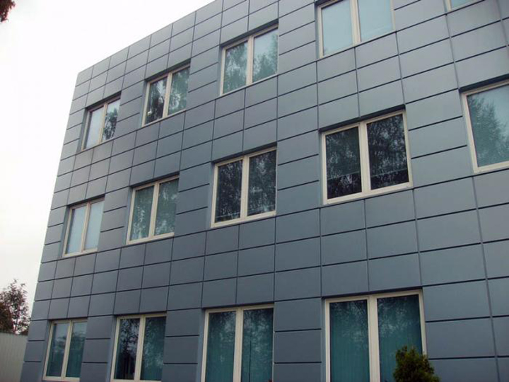 Главные фасады могут быть задекорированы специальными кассетами