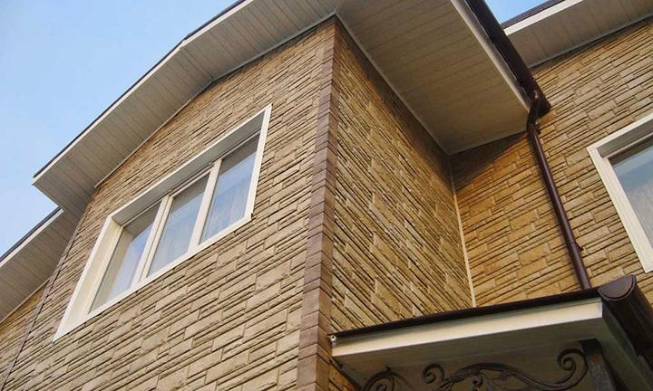 Керамический вариант сайдинга является материалом на основе глины с добавлением других компонентов естественного типа