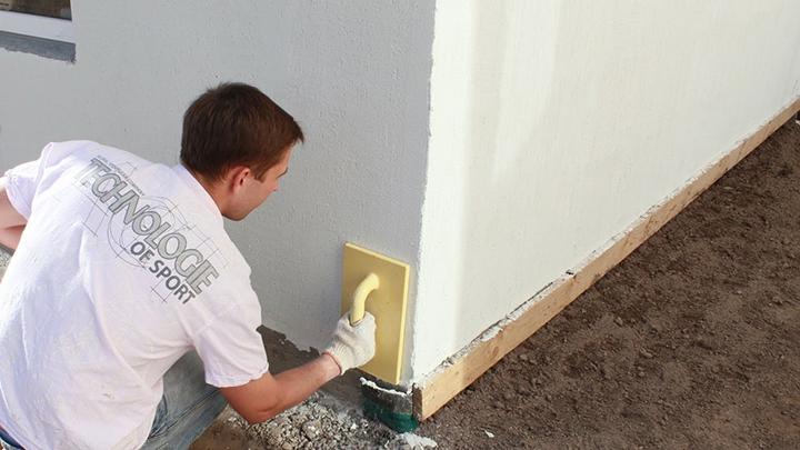 Соблюдая несложную технологию работы с материалами, можно самостоятельно выполнить внешнее оформление дома