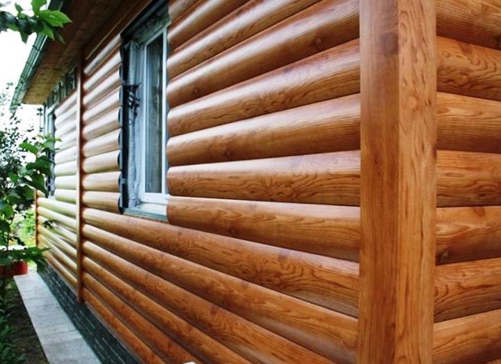 Виниловый сайдинг блок-хаус позволяет выполнить идеальную стилизацию фасада любого здания под деревянный сруб