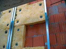 Качественная система утепления фасадов зданий может иметь различные варианты исполнения