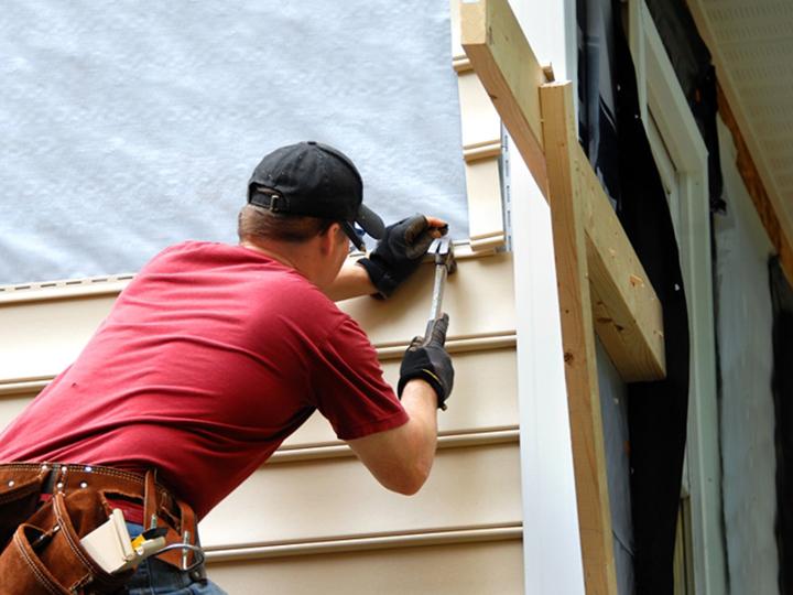 Цокольный сайдинг, блок-хаус и фасадные панели монтируются согласно инструкции производителя